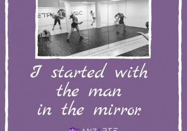 ⭐ Signé Michael Jackson ⭐ . Les plus grands ont commencé avec la personne qu'ils voyaient dans leur miroir. Faites confiance à vous-même et n'arrêtez jamais d'essayer. Réalisez vos rêves, c'est le moins que vous méritez. On vous aime, la Danz'arte family ! ❤ . Ce soir, on se retrouve dans un lieu un peu particulier pour une surprise un peu particulière ! 😍 . #danzarte #dance #danceclass #danzartefamily #danceschool #workhard #saintlaurentduvar #cool #love #danceforlife #instadance #michaeljackson